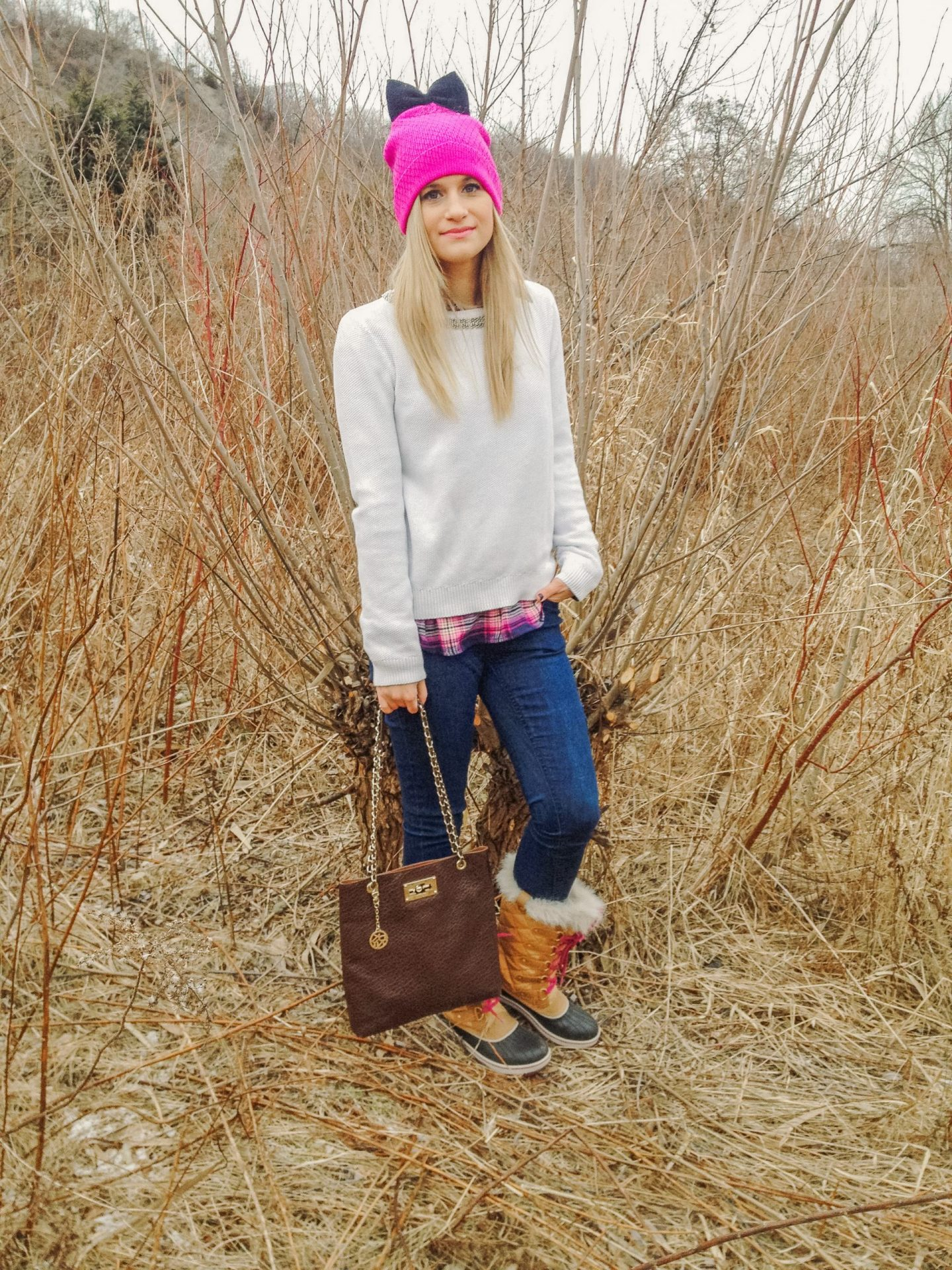 Everyday looks in the winter don't have to be boring. Pulling off looking cute while staying warm