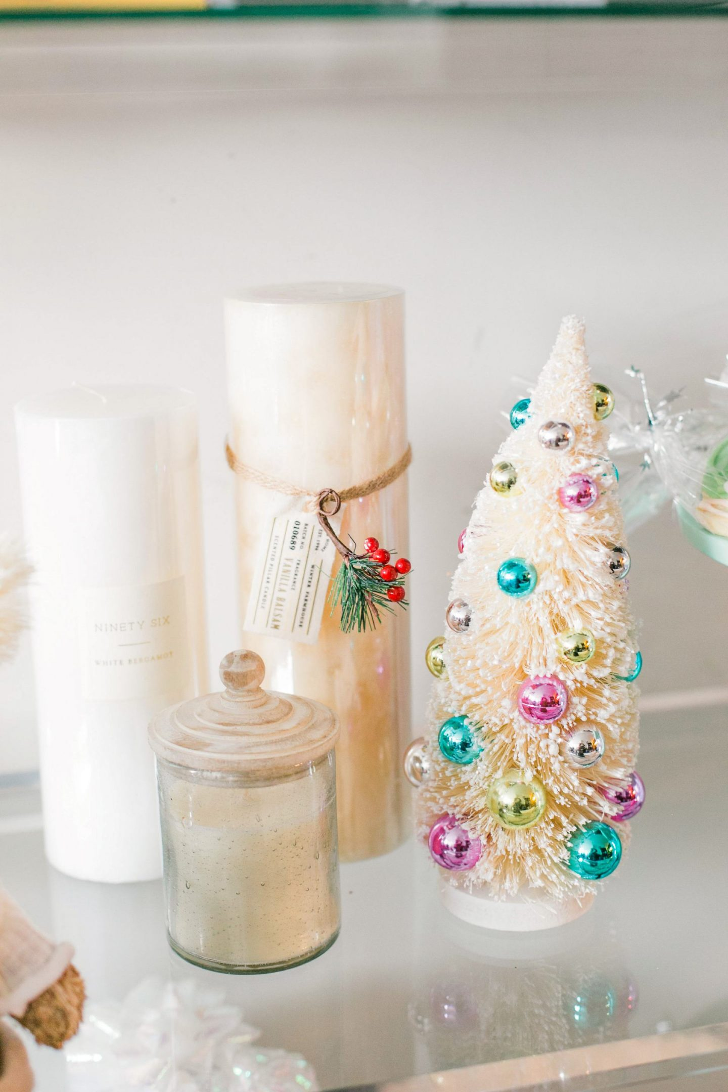 Adding cute accessories on your bookshelf for Christmas | Bijuleni