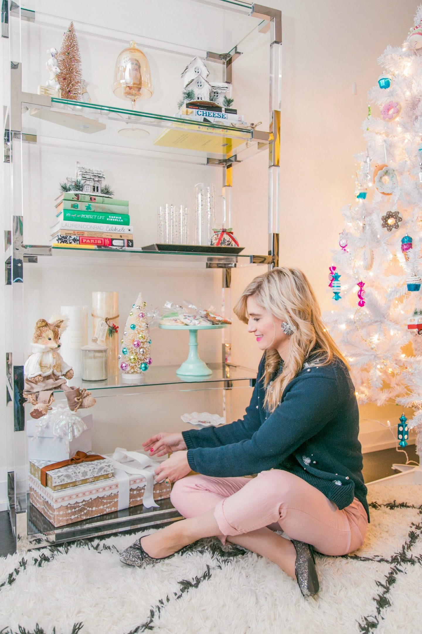 Styling your bookshelf for Christmas | Bijuleni