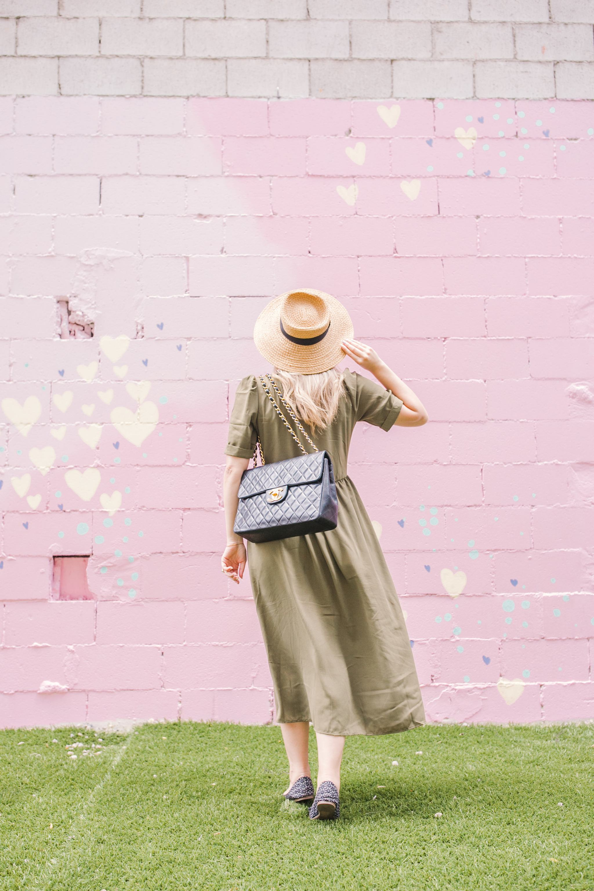 Bijuleni - Detailed guide about working with a blog photographer - Green SheIn dress and vintage Chanel Handbag