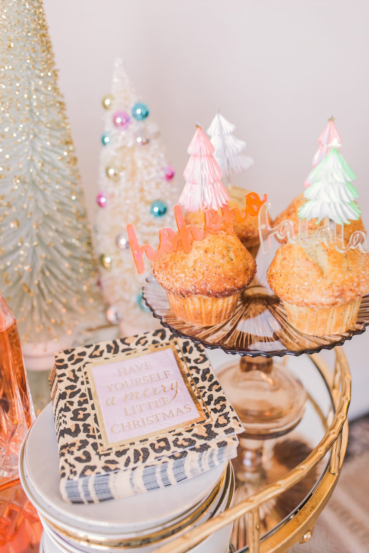 5 Easy Tips for Styling Your Holiday Bar Cart, Adding dessert - Bijuleni