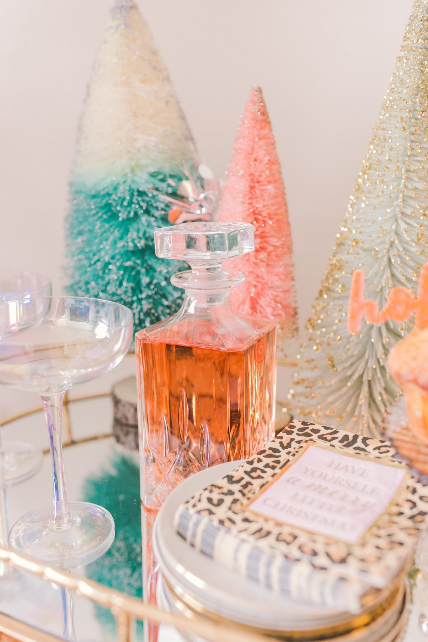 5 Easy Tips How To Style Your Holiday Bar Cart - Bijuleni