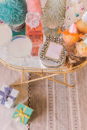 5 Easy Tips for Styling Your Holiday Bar Cart, Fun accessories - Bijuleni