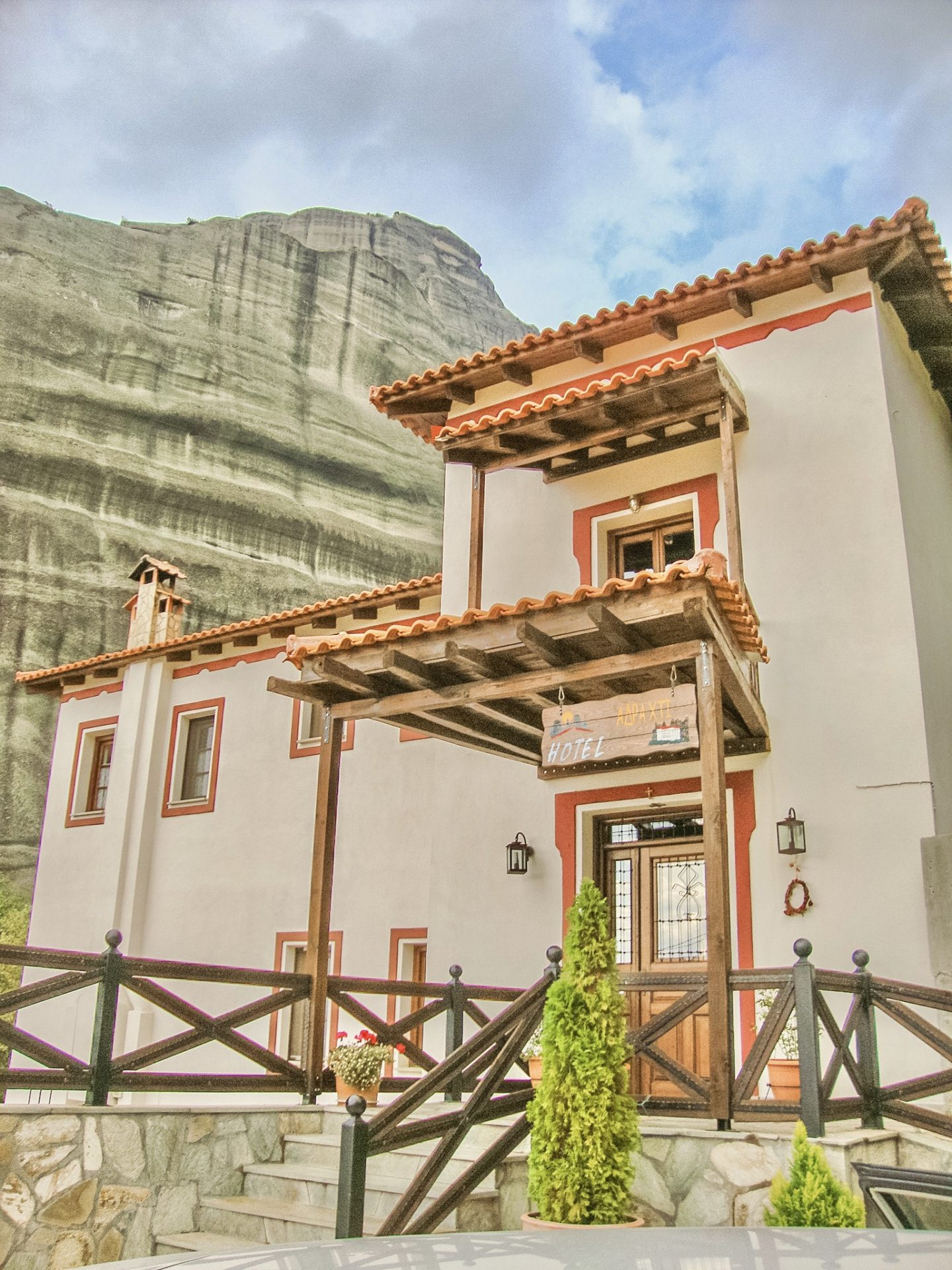 Travel Guide to Meteora, Greece. Everything you need about where to stay. Pyrgos Adrachti Hotel- Bijuleni