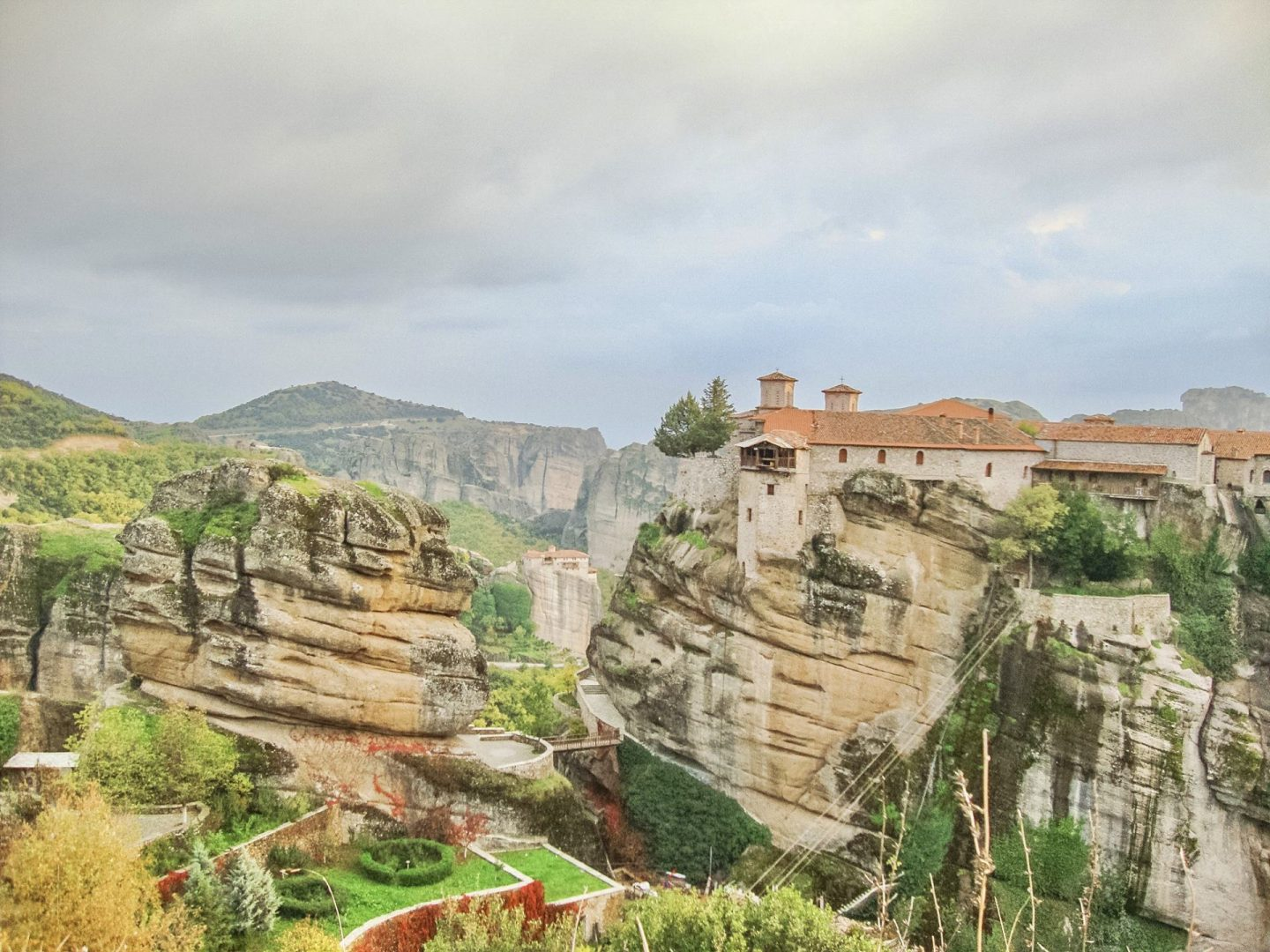 Travel Guide to Meteora, Greece - Bijuleni
