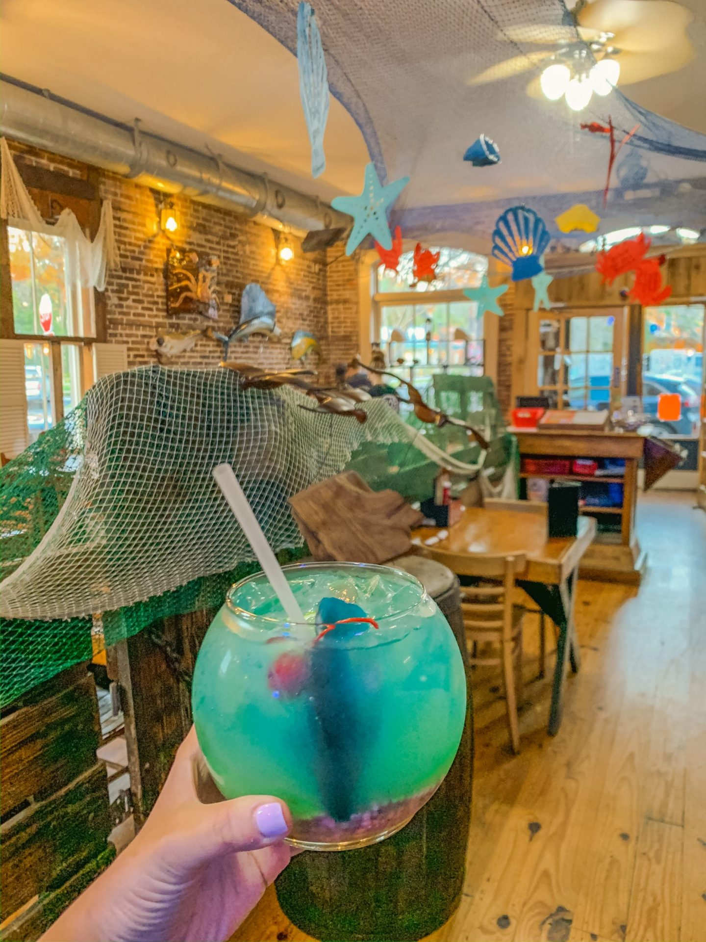 Bijuleni | Amelia Island Travel Guide - Crab Trap for Drinks