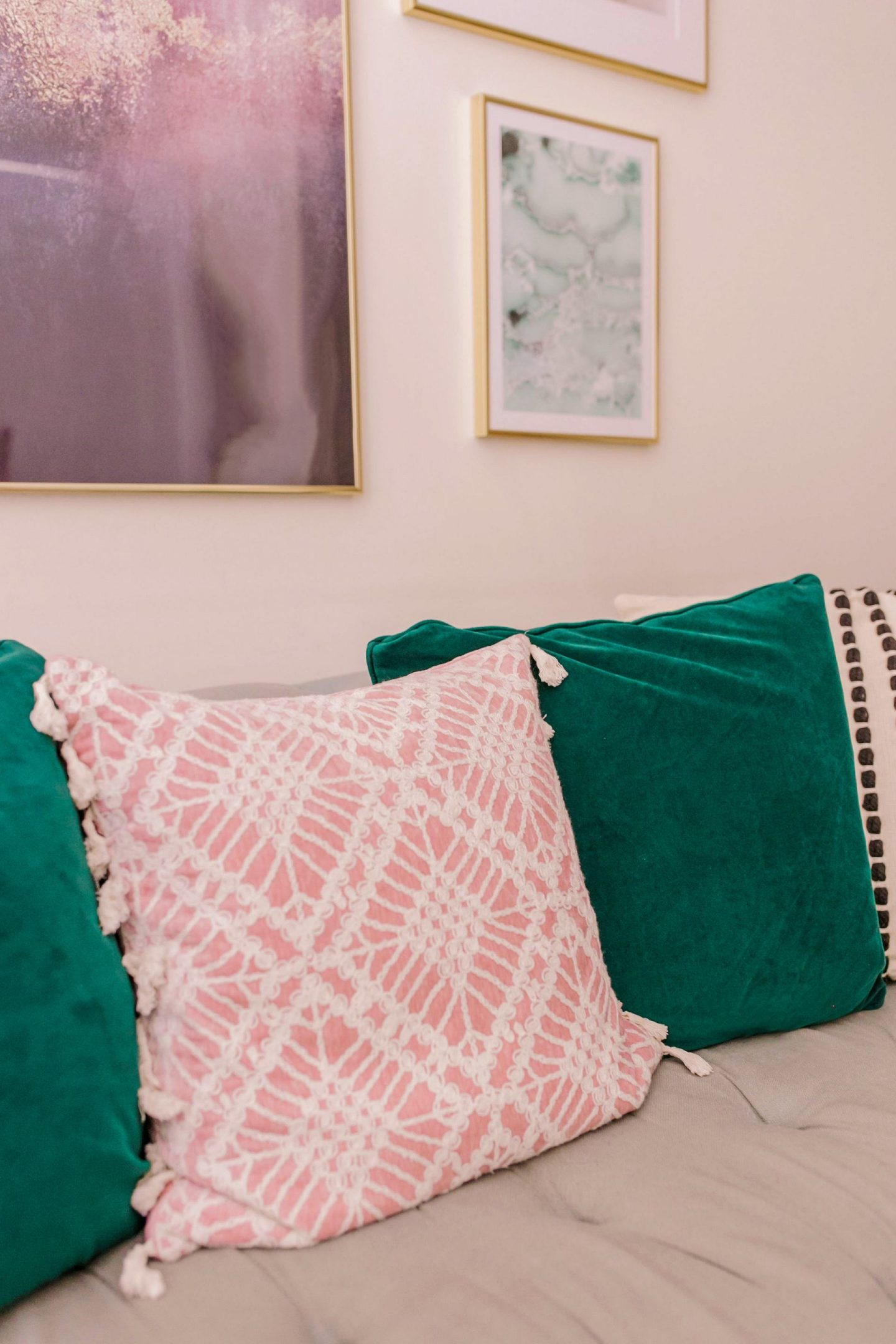 Refreshing your livingroom by simply updating your pillows