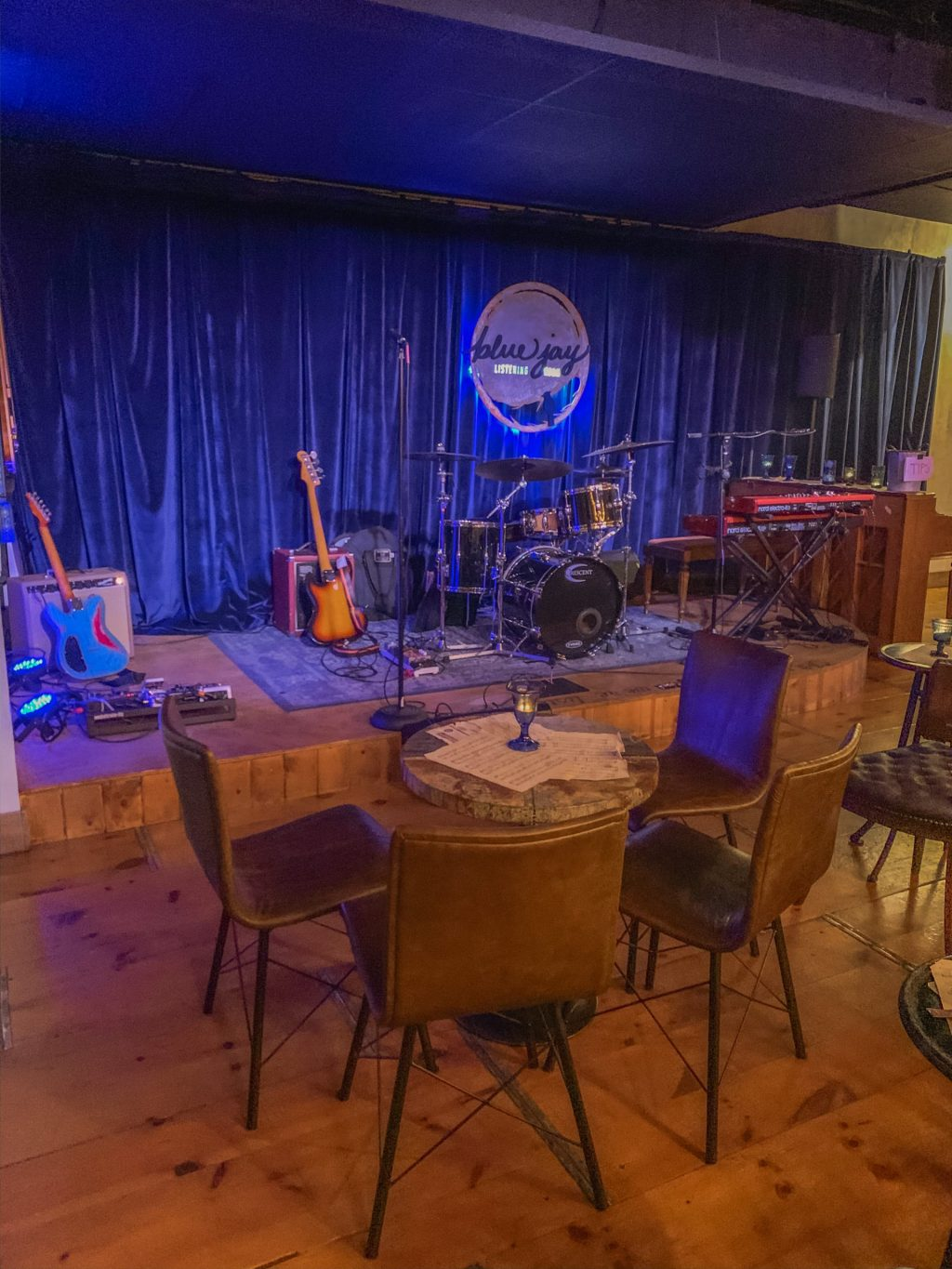 With amazing restaurants to try, and fun things to do like going to the Blue Jay Listening Room, Jacksonville, Florida should be on your must-visit list. Sharing a detailed travel guide #jacksonville