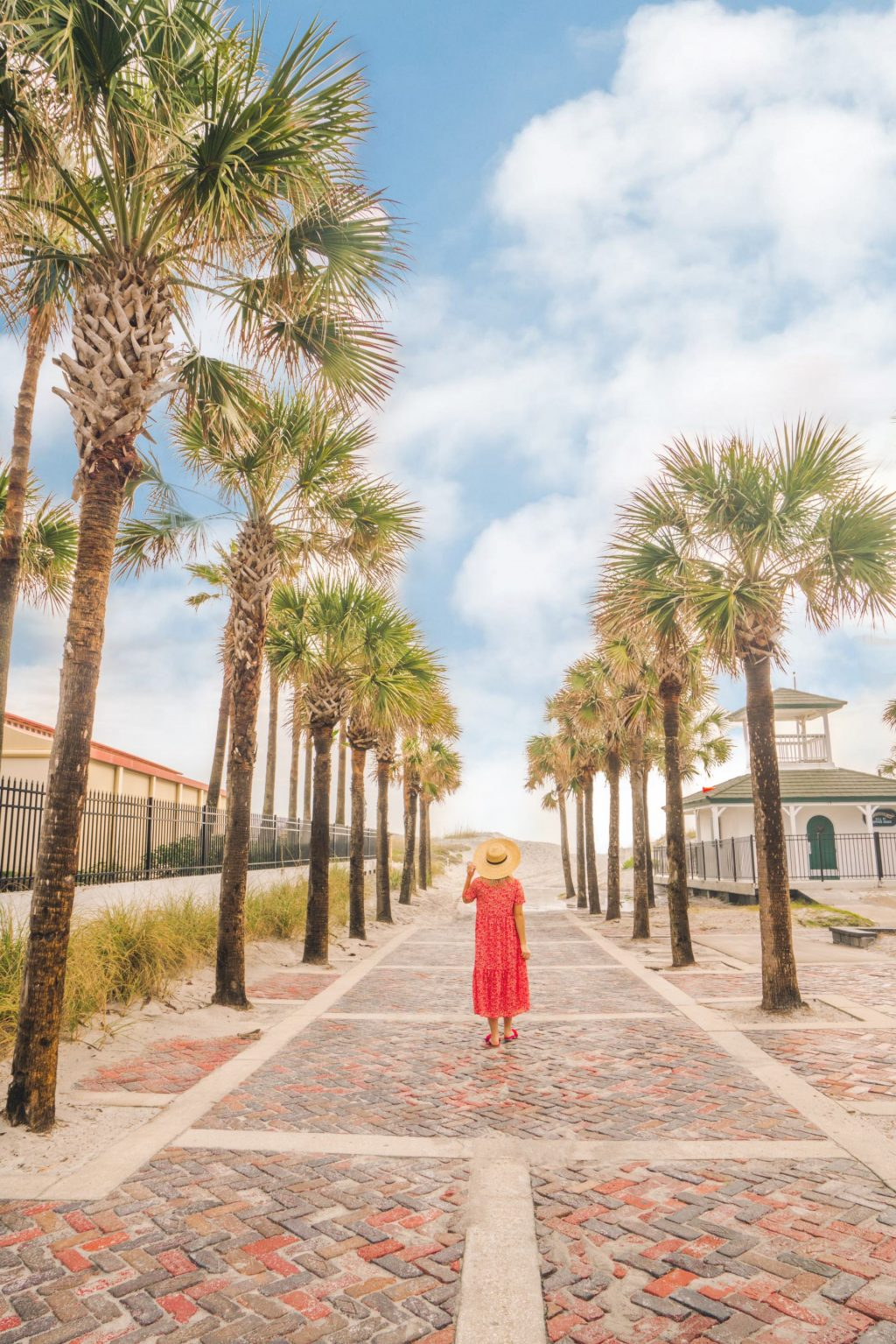 Top things to see and do in Florida. This fun, detailed Jacksonville Florida Travel Guide highlights fun activities, where to stay in Jacksonville, and the best restaurants to eat at.